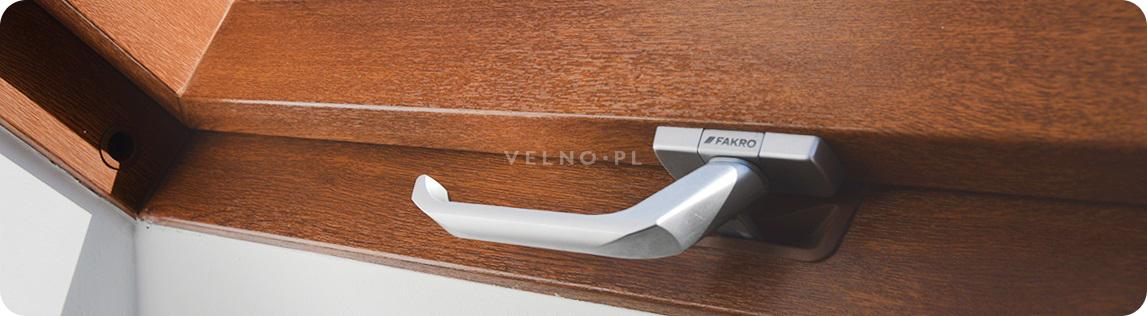 okno dachowe fakro ptp-v GO u3 złoty dąb drewnopodobne z PCV